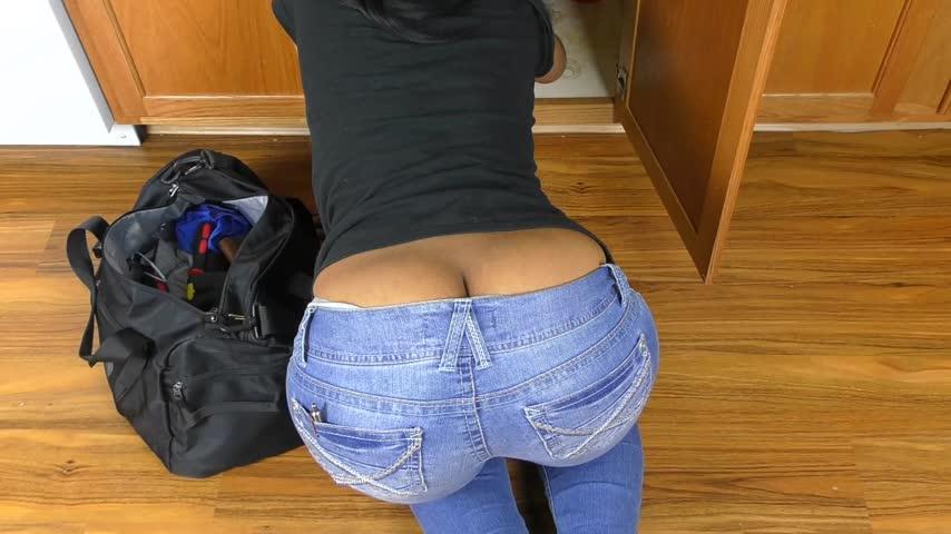 Sexy plumber girl butt cracks — photo 2