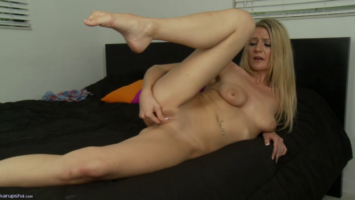 Sexy Blonde Amanda Tate Stretches Long Legs In The Shower To Finger Hot 1