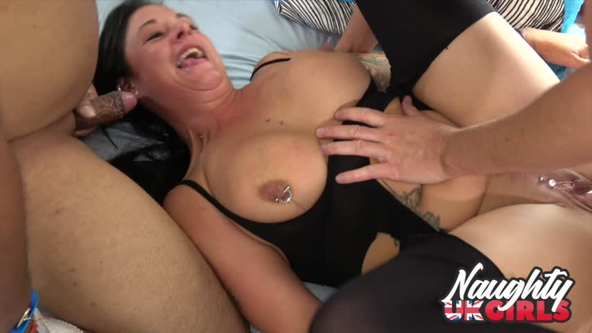 Naughty UK Girls'd vid