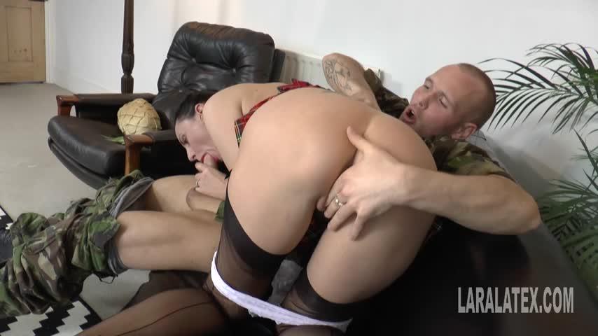 Lara Latex'd vid