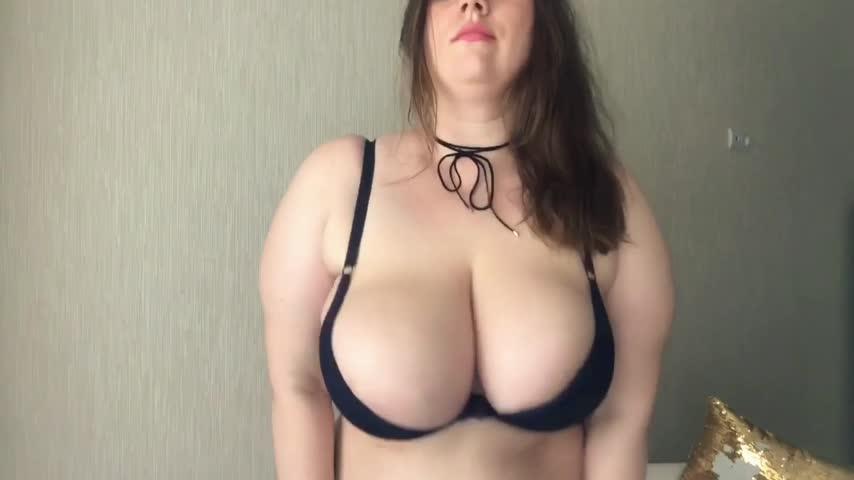 Big Natural Tits Bouncing