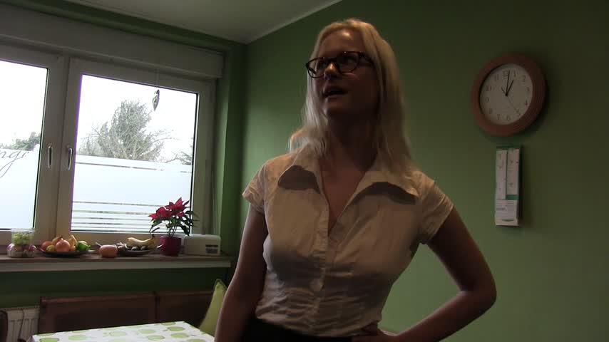 Hausfrauen Taetowierte Liebeskugeln Ficksahne
