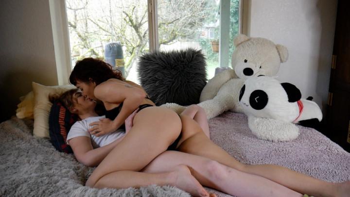 Lesbian Pussy Licking Strap