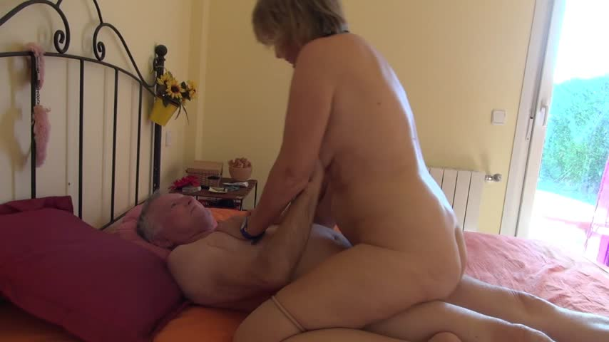 SpicyHoneyMilf / Riding an older big cock